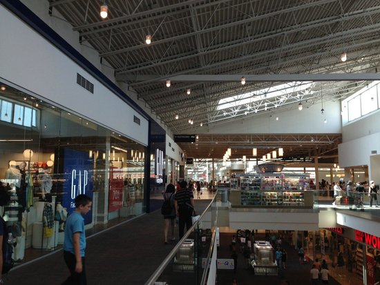 The Outlet Collection - Jersey Gardens: Visão geral do shopping