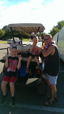 River Plantation RV Resort: Golf Cart parade at campground