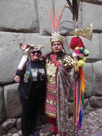 Plaza de Armas (Huacaypata): Indio com roupa típica nas ruas de Cusco