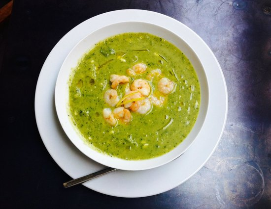 Nostra: Courgette soep met gamba's