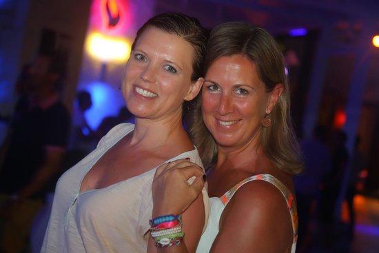 Club Med Kemer : Les photographes 'harcelaient', mais qu'est-ce que nous avons adorées être mannequins d'un soir.