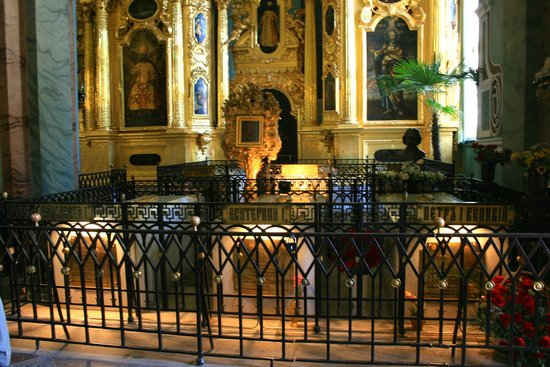 Alla Tours : Day 2 - St. Petersburg Sts. Peter and Paul Cathedral - tombs of the czars