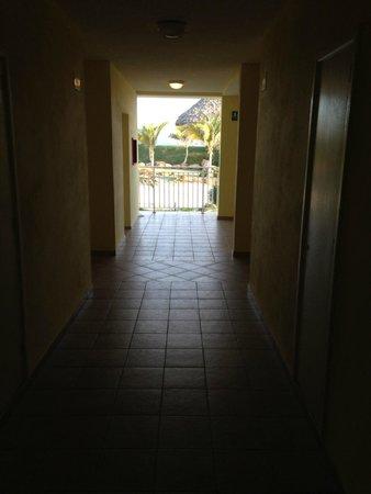 Blau Marina Varadero Resort: Hallway