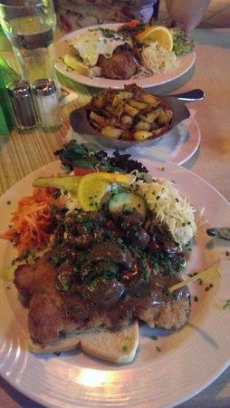 Rampendahl Hausbrauerei: De schnitzel heerlijk en een groot bord vol!
