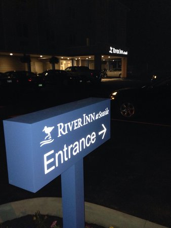 River Inn at Seaside: Sign at night.