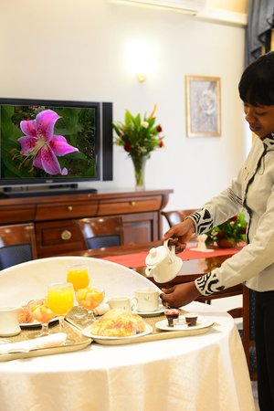Room-service 24/24 - Picture of Laico Ouaga 2000 Hotel ...