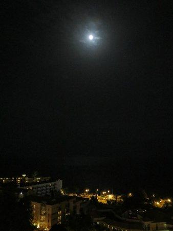 Raga Hotel: Full moon