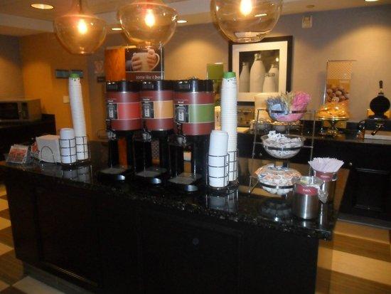 Hampton Inn Los Angeles / Orange County / Cypress: barra de bebidas