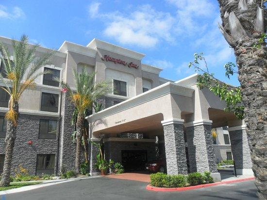 Hampton Inn Los Angeles / Orange County / Cypress: una de las 2 entradas