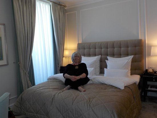 Hotel D'Angleterre: Beautifully comfortable room