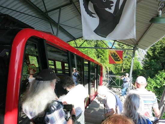 Harder Kulm: The Harderbahn car boarding prior to departing from the top.