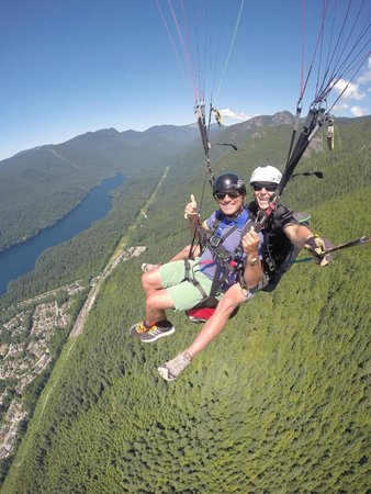 North Shore Paragliding : Gliding off Grouse!