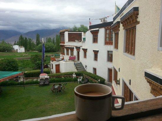 Mahey Retreat: Morning tea in the room
