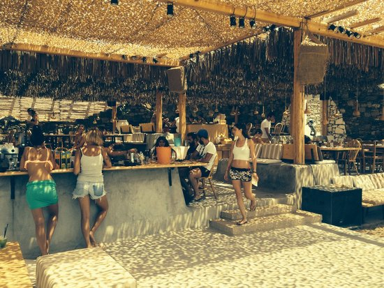 Alemagou Beach Bar: Friendly atmosfere, grait music and the best seafood served in Mykonos