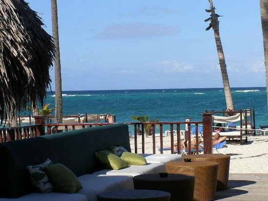 Punta Cana Princess All Suites Resort & Spa: View from the bar close to the beach/snack bar.