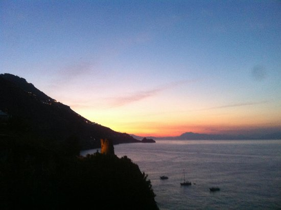 Hotel Locanda Costa Diva: Sunset from the rooms terrace