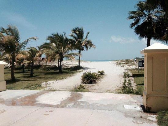 Blau Marina Varadero Resort: Beach entrance from lobby
