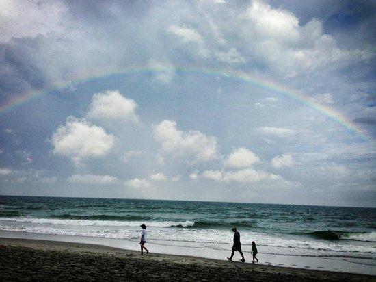 Waters Edge Resort: Bet first day with a beach rainbow!