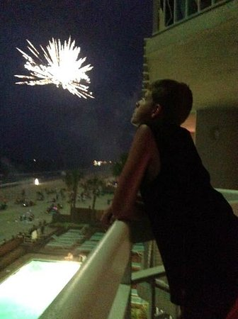Waters Edge Resort: Fireworks right off the balcony