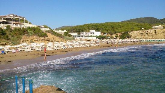 Invisa Hotel Club Cala Blanca : plage publique