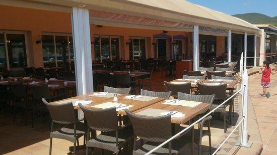 Invisa Hotel Club Cala Blanca : terrasse restaurant