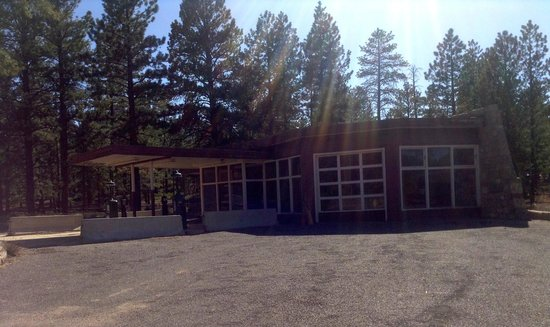 Bryce Canyon Lodge: A vintage gas station just north of the Lodge.