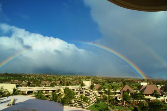 Sheraton Maui Resort & Spa: Double rainbow viewed from the rotunda-like sitting room