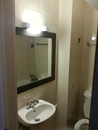 Hotel Lily London - Kensington/Earl's Court: La salle de bain