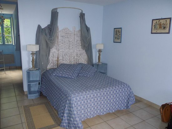 La Maison du Pecheur: Le lit