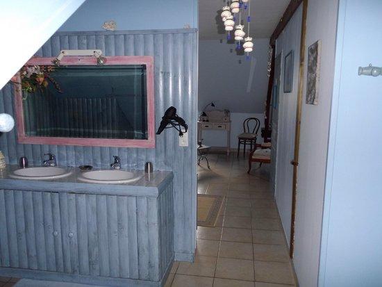 La Maison du Pecheur: lavabos de la salle de bain
