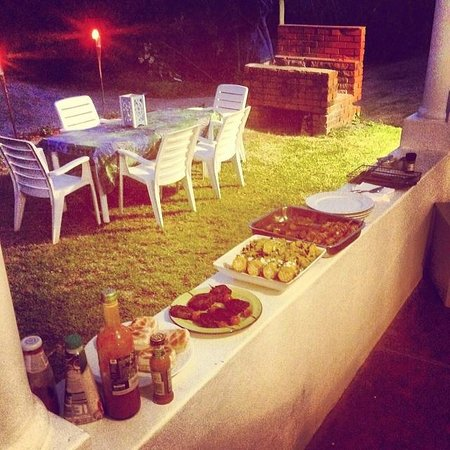Umzumbe Surf House & Surf Camp: Braai BBQ dinner