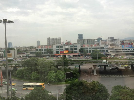 Liuhua Hotel : Vista a la estacion de Trenes