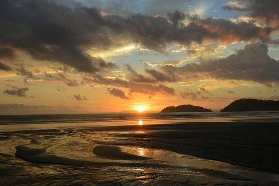 Jaco Laguna Resort & Beach Club: Night View of Beach at Sunset
