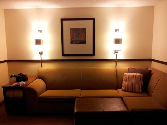 Hyatt Place Louisville-East: Seating area.