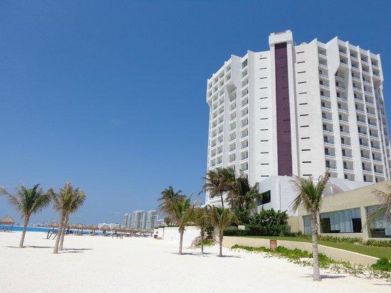 Krystal Grand Punta Cancun: vista do hotel