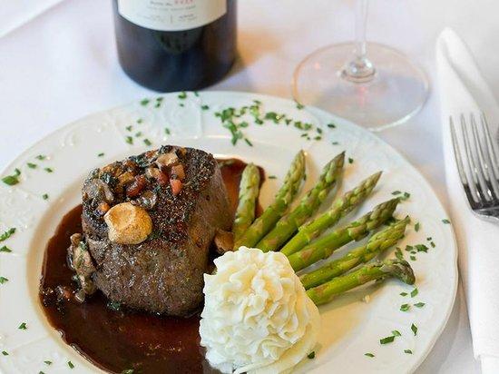 Delaney's Bistro: Filet of Beef Diane