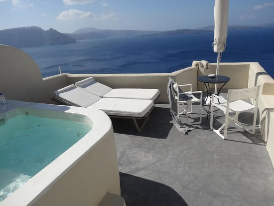 Canaves Oia Hotel: patio!