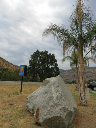 Comfort Inn & Suites Sequoia Kings Canyon: Awesome location in the foothills