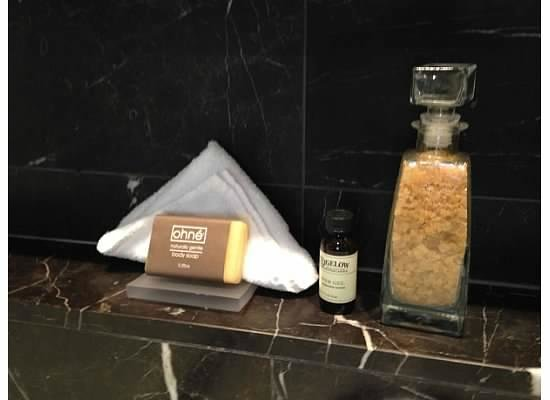 Rosewood Hotel Georgia : Bath Products in Bathroom