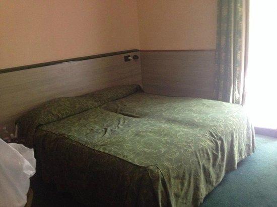 Club Family Hotel Executive: lit double dans la chambre quadruple
