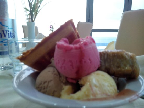 Atrium Platinum Hotel: ice cream