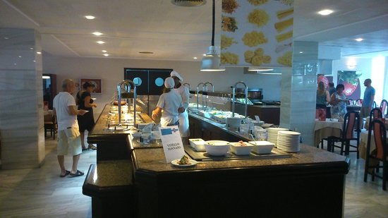 Hotel JS Sol de Alcudia : Daily breakfast / dinner