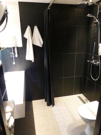 Cumulus Hameenpuisto : Bathroom