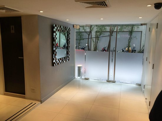 24 Inn Hotel: Lobby