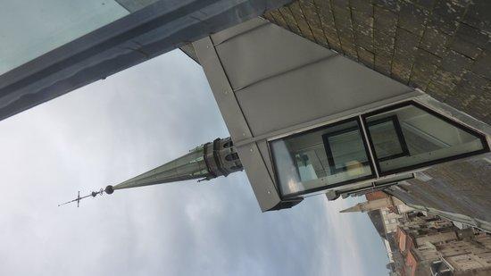 Mercure Poitiers Centre Hotel : vue sur le clocher de....l'hôtel!