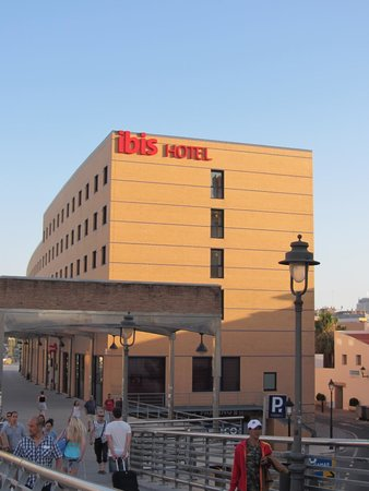 Ibis Malaga Centro Ciudad : Overall view of the hotel