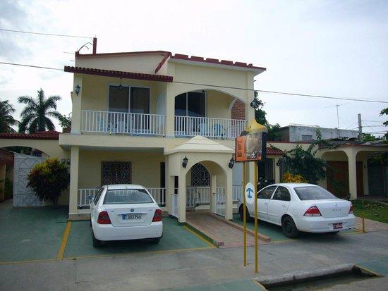 Hostal Villa Dalia: VILLA DALIA Parkplätze vor der Tür