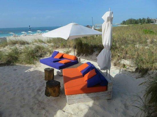 West Bay Club: Beach Bar/Lounge