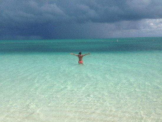 West Bay Club: Beautiful clear water/beach