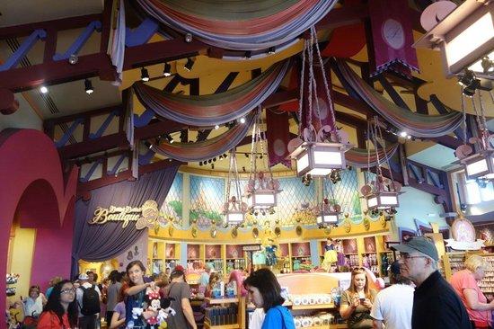 Disney Springs: Theming